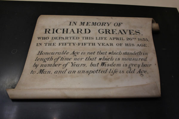 Scroll tablet commemorating Richard Greaves, Chapel Member.